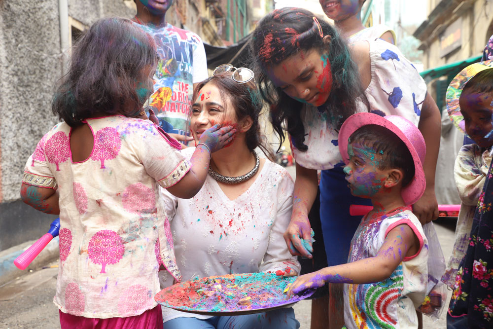 Holi-Pic-1-(Big-pic-for-the-CSR-page)